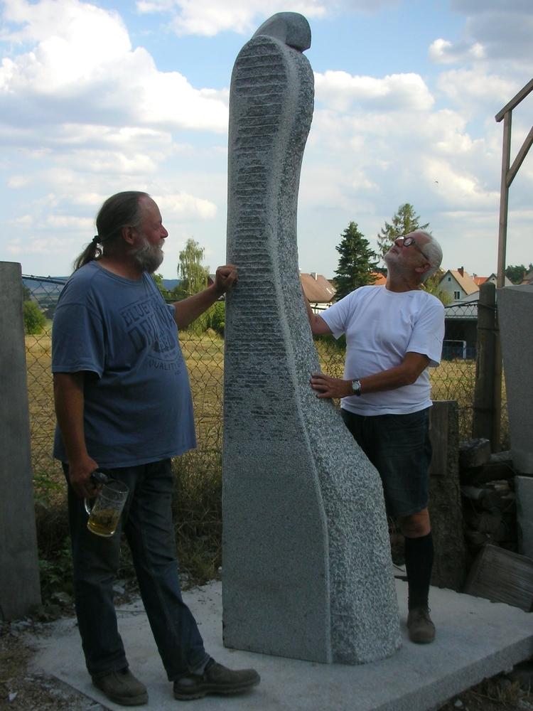 WÄCHTERIN mit Bildhauer und Kunstfreund © AH